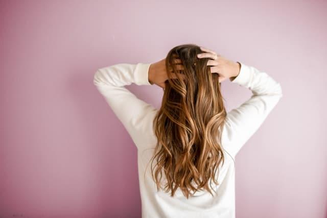 cara pelurus rambut alami