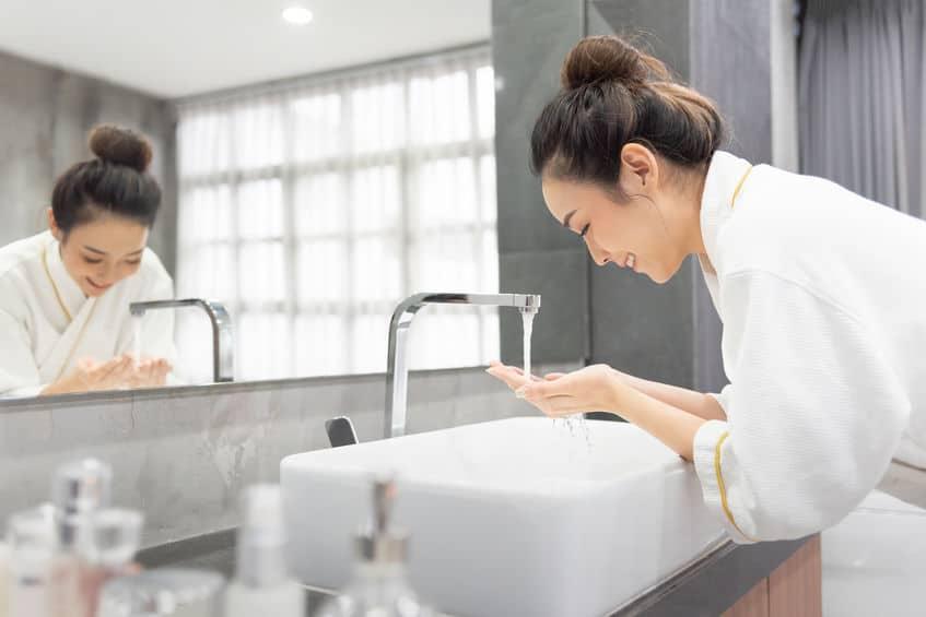 cuci muka kamar mandi