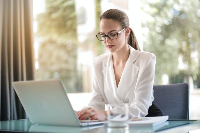 Kekurangan dan Kelebihan Sistem Kerja Outsourcing