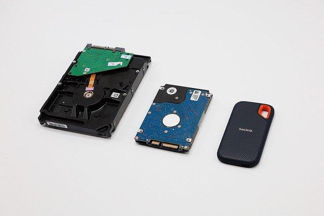 Hardisk Konvensional dan SSD