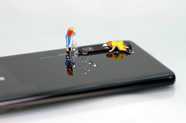 cara menghilangkan jamur pada handphone dengan mudah