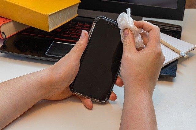 cara menghilangkan jamur di handphone