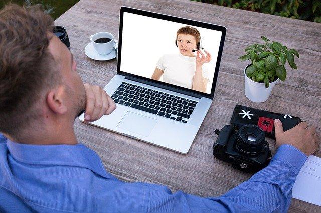 Hal Penting yang Harus Diperhatikan sebelum Video Call dengan Laptop