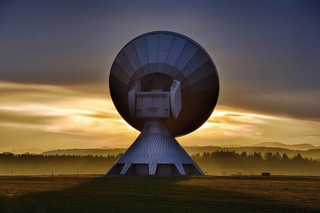 Alasan Orang Ingin Melacak No Hp Lewat Satelit